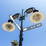 5èmes avenue de croisement historique de plaque de rue et rue de parc à Naples, la Floride Images libres de droits