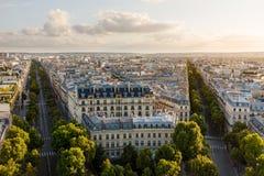 16èmes dessus de toit d'arrondissement de fin de l'après-midi, Paris, France Photographie stock libre de droits