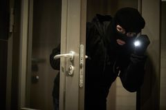 面具的夜贼窃贼 公寓的闯入 库存图片