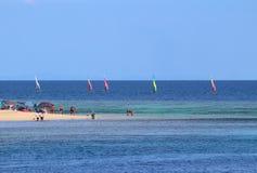 风帆冲浪在斐济的海岛 库存图片