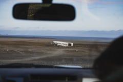 飞机击毁通过挡风玻璃 在冰岛在夏天 免版税库存图片