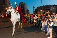 骑他的马的圣乔治在圣乔治和龙期间宴餐  免版税图库摄影