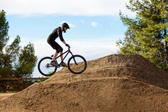 骑自行车的人山 免版税库存图片
