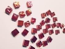 黑暗的紫色马赛克由玻璃制成 免版税库存图片