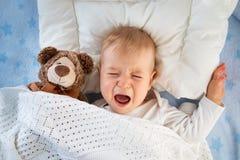 Één éénjarige baby het schreeuwen stock foto