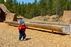 Één Éénjarige die bij Park spelen Royalty-vrije Stock Foto's