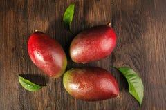 Één of andere mango op houten raad Royalty-vrije Stock Foto