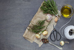 Één of andere specerij met olijfolie royalty-vrije stock afbeeldingen
