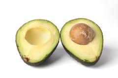 Één avocado die in de twee helften wordt gesneden Stock Foto