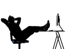 Één bedrijfs het ontspannen silhouet tussen mens en computer Royalty-vrije Stock Afbeelding