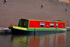 Één boot op het oude kanaal in Birmingham Stock Foto