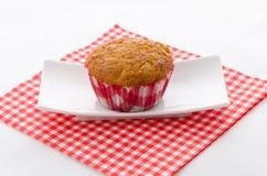 Één cupcake op een plaat Stock Foto