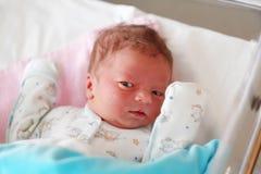 Één dag oude pasgeboren baby Stock Afbeeldingen