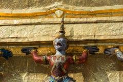 Één demon en gouden stupa Royalty-vrije Stock Afbeeldingen