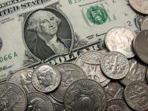 Één dollar en muntstukken, geld, munt van de V.S., super macrowijze Royalty-vrije Stock Foto's