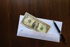 Één dollar in envelop Royalty-vrije Stock Afbeelding