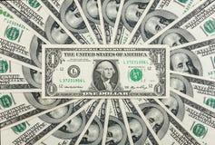 Één dollar ligt tegen de achtergrond van honderd-dollar rekeningen Stock Foto's