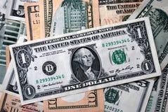 Één Dollar tussen een andere Stock Afbeelding