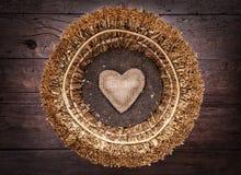 Één enkel hart binnen een mand Stock Afbeeldingen
