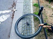 Één enkel wiel van een fiets royalty-vrije stock afbeelding