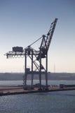Één enkele havenkraan stock afbeelding