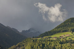 Één enkele witte wolk Royalty-vrije Stock Afbeelding