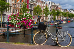 Één fijne dag in romantisch Amsterdam, Nederland Stock Afbeelding