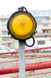 Één geel signaal licht teken Stock Foto's