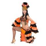 Één het Kaukasische de danser van de vrouwensamba dansen geïsoleerd op wit in volledige lengte Royalty-vrije Stock Afbeelding