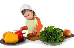 Één het kleine meisje koken royalty-vrije stock afbeeldingen