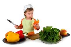 Één het kleine meisje koken stock foto's