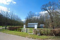 Één huis in het bos Royalty-vrije Stock Foto's