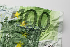 Één hundret euro rekening - gerimpelde 100 euro rekeningsmacro Stock Afbeelding
