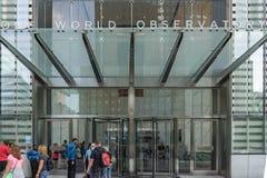 Één Ingang van het Wereldwaarnemingscentrum bij het Één World Trade Center, de Stad van New York, de V.S. Royalty-vrije Stock Afbeeldingen
