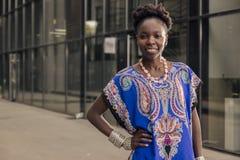 Één, jonge volwassen, zwarte Afrikaanse Amerikaanse vrouw, 20-29 jaar, che Royalty-vrije Stock Afbeeldingen