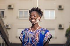 Één, jonge volwassen, zwarte Afrikaanse Amerikaanse vrouw, 20-29 jaar, hap Stock Foto