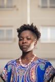 Één, jonge volwassen, zwarte Afrikaanse Amerikaanse vrouw, 20-29 jaar, ser Royalty-vrije Stock Foto's