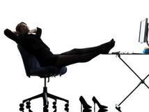 Silhouet van de bedrijfsvrouwen het rustende pauze royalty-vrije stock foto