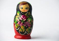 Één Matryoshka-Doll alleen op Witte Achtergrond royalty-vrije stock afbeelding