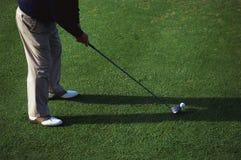 Één mens het golfing Stock Foto