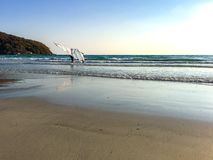 Één mens met windsurf royalty-vrije stock foto's