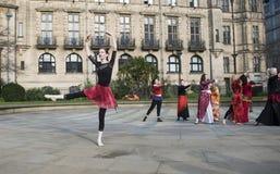 Één Miljard Toenemende Flitsmenigte Dans in Sheffield stock afbeeldingen