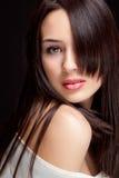 Één mooie vrouw met sensueel kapsel stock foto