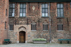 Één muur van de Kathedraal van Heilige Salvator in Brugge Stock Foto's