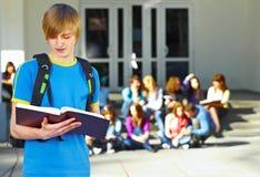 Één student voor groep stock afbeelding