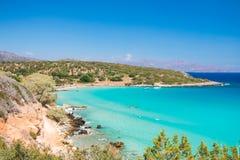 Één van de beste stranden op Kreta, Griekenland Voulismastrand dichtbij aan Agios Nikolaos stock foto