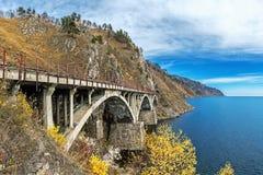 Één van de bruggen op Spoorweg circum-Baikal royalty-vrije stock foto's