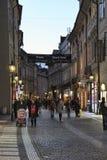 In één van de centrale straten van Praag, in de avond Royalty-vrije Stock Fotografie
