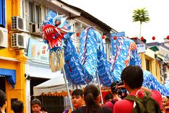 Één van de Groepsuitvoerders tijdens het Festival van Kuching Mooncake royalty-vrije stock foto