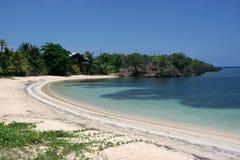 Één van de stranden in Roatan stock afbeelding